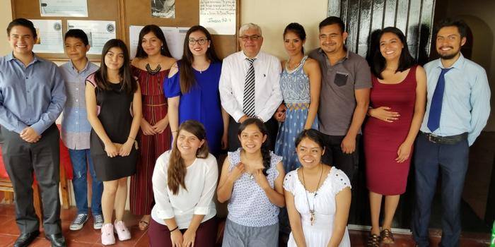 Tabernáculo Bíblico Bautista El Redentor en Guadalajara - 10 aniversario - Jovenes
