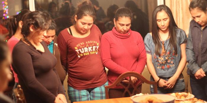 Cena con mujeres de la granja - Iglesia El Redentor
