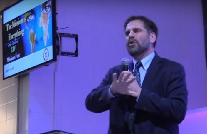 Pastor Douglas Livingston - Predicando en Iglesia Bautista El Redentor